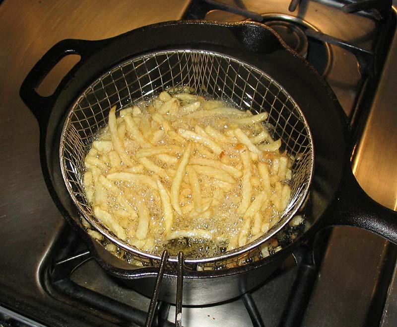 سرخ کردن سیب زمینی در تابه | دستور پخت قیمه
